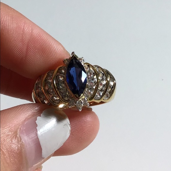 Jewelry - Gorgeous Blue diamond and gold ring!